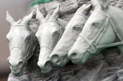 แนะนำถ้วยรางวัล รางวัล Mount Rushmore สำหรับ Mrs Paddy Power Mares Chase